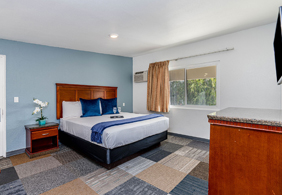 Pacific Inn Hotel and Suites - Guest Rooms Close to the Gas Lamp District of San Diego